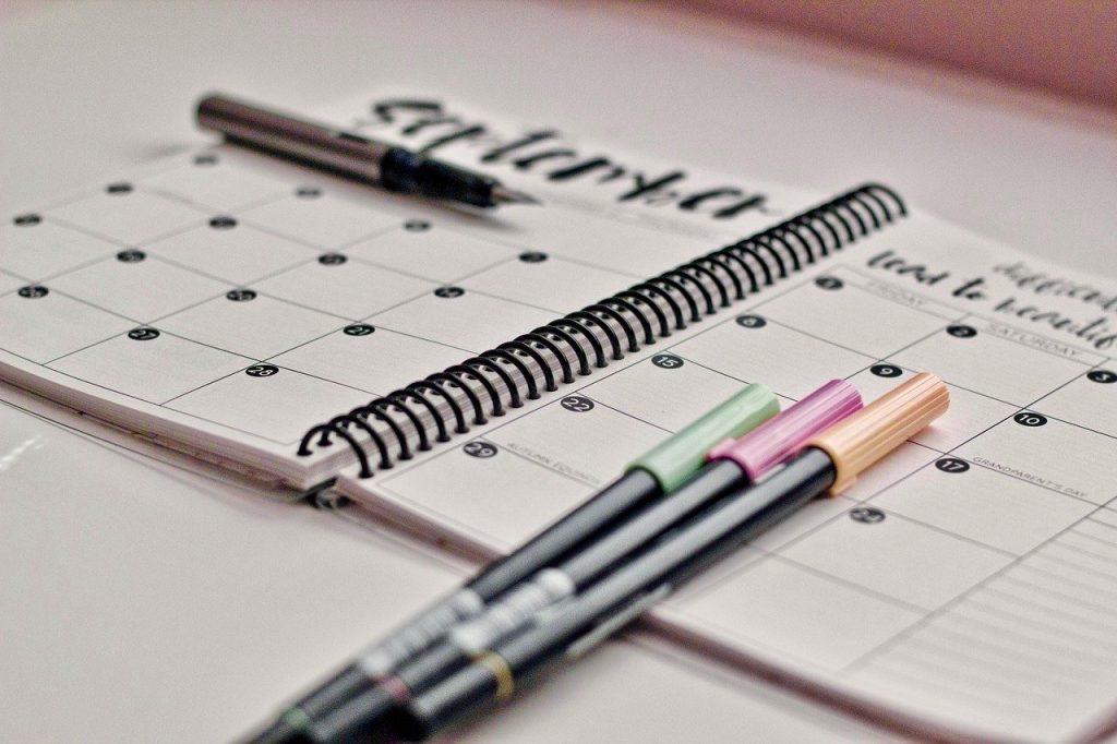 agenda et stylos